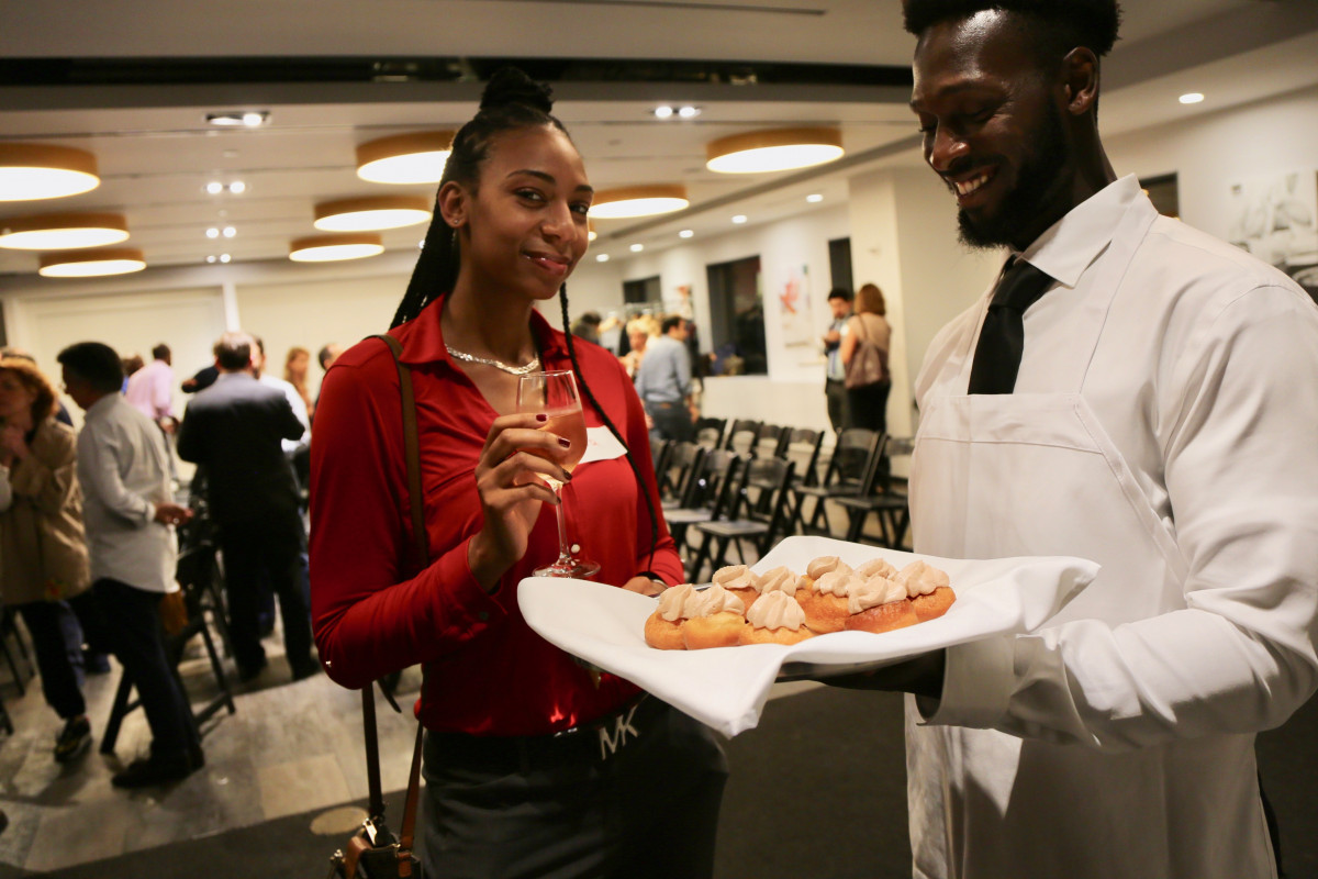 NYCHG members enjoy the hors d'oeuvre by chefs at ICE